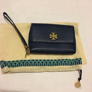 NWOT Tory Burch Mercer smartphone wristlet wallet